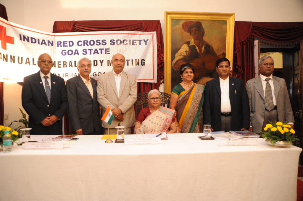 Hon'ble Governor Smt. Mridula Sinha along with the Members of Managing  Committee, IRCS