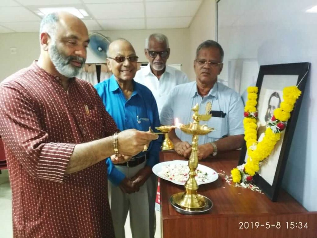 Seen-in-the-picture-Chairman-Shri-Gaurish-M-Dhond-alongwith-other-members-lighting-the-lamp-on-the-ocassion-of-World-Red-Cross-Day